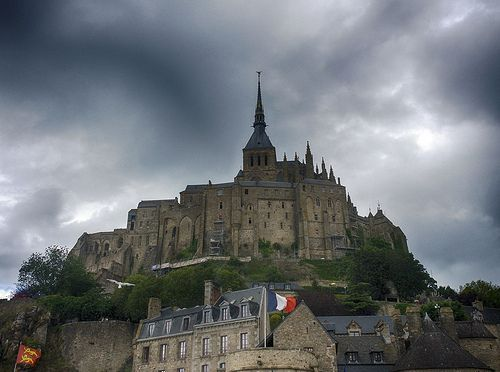 Stormy Sky Above Mont Saint-Michel, por A Guy Taking Pictures