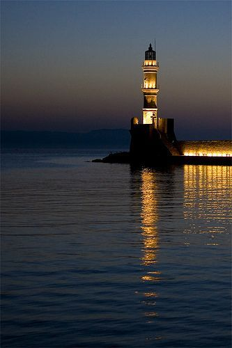 Chania lighthouse by dusk, por Stavros Markopoulos